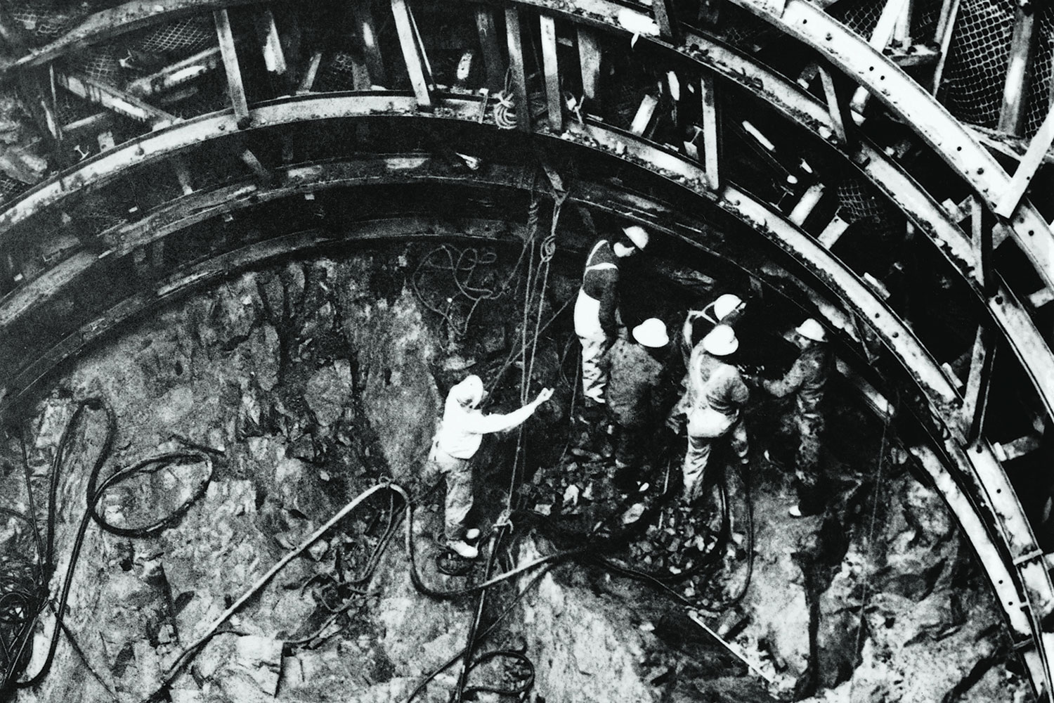 Work underway on the Murray surge tank in 1965.(Image: National Archives of Australia/Fairfax Media)